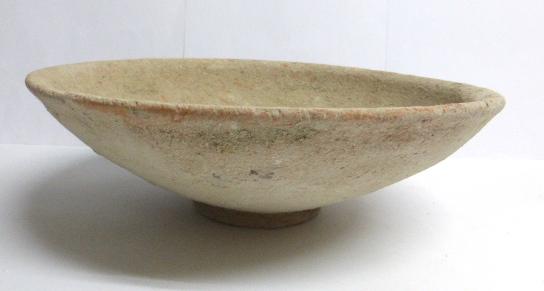 """קערת חרס, תקופת ברזל II 1000-556 לפני הספירה, קוטר 26.5 ס""""מ"""