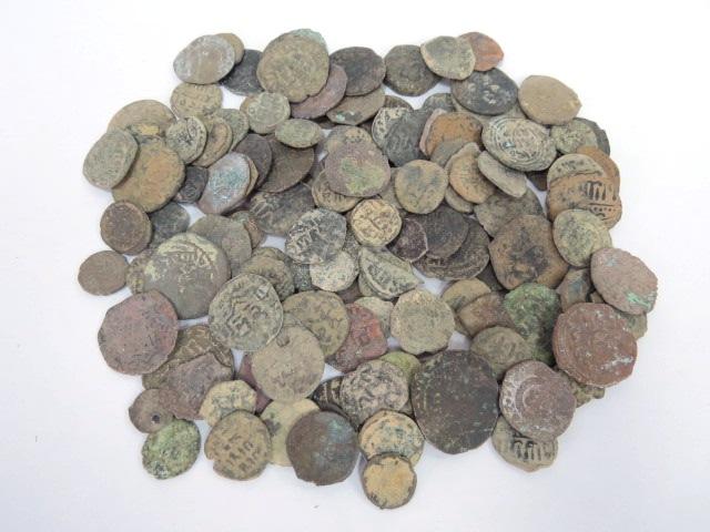130 מטבעות ברונזה איסלמיות מאה שביעית עד מאה חמש עשרה
