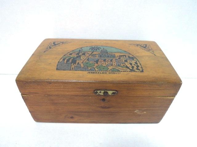 """קופסת עץ זית עם תמונת ירושלים שנות ה30, 16.5X9.5X7 ס""""מ"""
