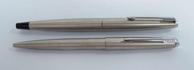 עט נובע ועט כדורי תוצ Parker צרפת, דגם 45, גוף ומכסה פלדה אל חלד