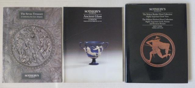 שלושה קטלוגים של Sotheby's a. The Nelson Bunker Hunt Coll of highly imp Greek vases.. NY 1990 b. Ancient Glass, London 1987 c. The Sevso Treasure, Zurich
