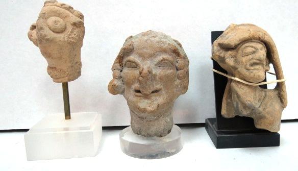 שלושה ראשי גרוטסקות מחרס אלכסנדריה, מאות שניה עד רביעית לספירה