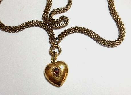 """שרשרת עם תליון צורת לב זהב 14K, משקל 17.7 גרם, אורך כפול 20.5 ס""""מ ( לא נפתח, מועבר מעל הראש)"""