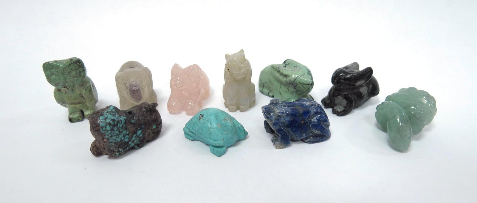 עשר עבודות גילוף מאבני חן שונות מיניאטורות של בעלי חיים