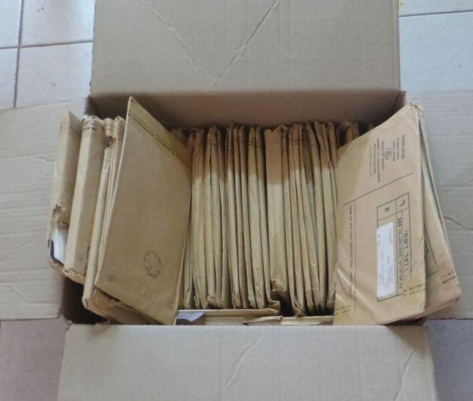 לוט מעטפות יום הופעת הבול של דואר ישראל, שנות ה50-70, חלקם עדיין במעטפות החומות בהן נשלחו