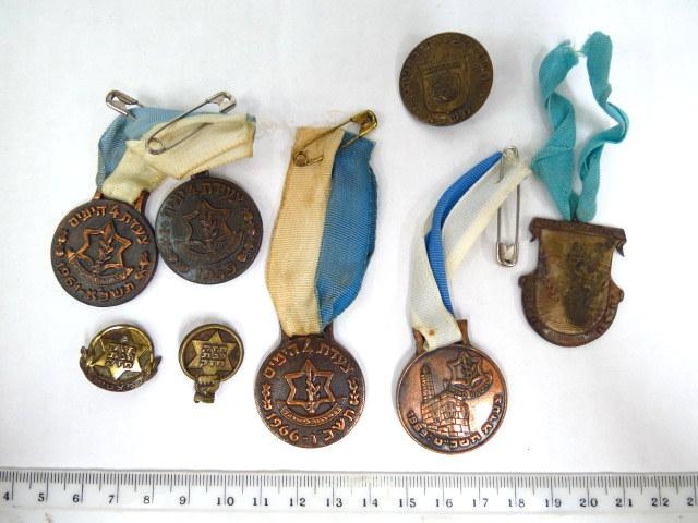 """שמונה סמלים-אותות: אות הספורט א""""י שנות ה30-40, שנים שונים, ארבע מדליות צעדות, צעדת תל-חי תשכ""""ה, כנוס הספורט תשכ""""א"""