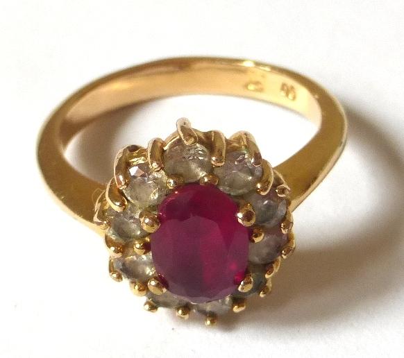 טבעת זהב משובצת ברובי וזירקונים
