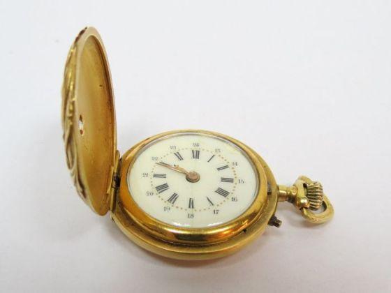שעון כיס תוצ' צרפת, המאה ה19 הקופסה זהב 18K, שלושה מכסים חתומים דוגמת אר-נובו, עם יהלום ליטוש ישן כ-35 נק', לאישה, מצב עבודה, 26 גרם ברוטו