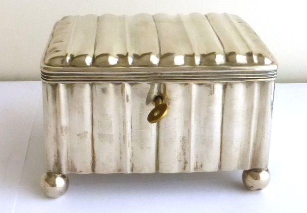 """קופסת כסף 13, אוסטריה חתום ומתוארך 1866, עם מנעול, 414 גרם, 13X9X10 ס""""מ"""