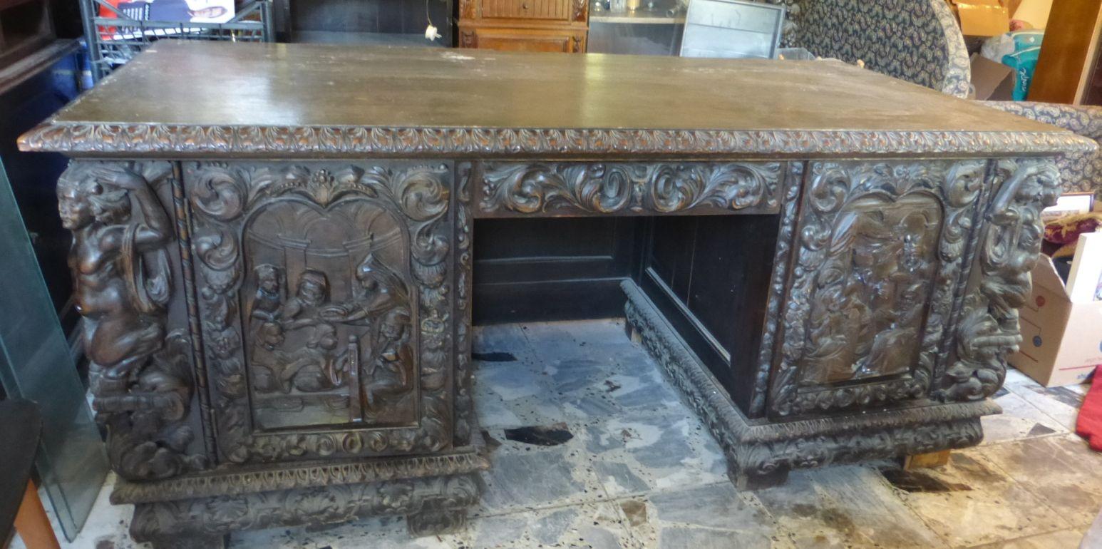 """שולחן כתיבה גדול, עבודת גילוף פלורנטינית (פגמים), הלוח 175X90 גובה 78 ס""""מ"""