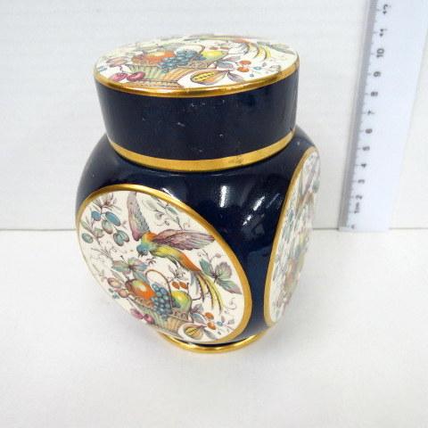 קופסת פורצלן עם מכסה תוצ Carltonware, אנגליה, עם תמונת ציפור מעל סל פירות