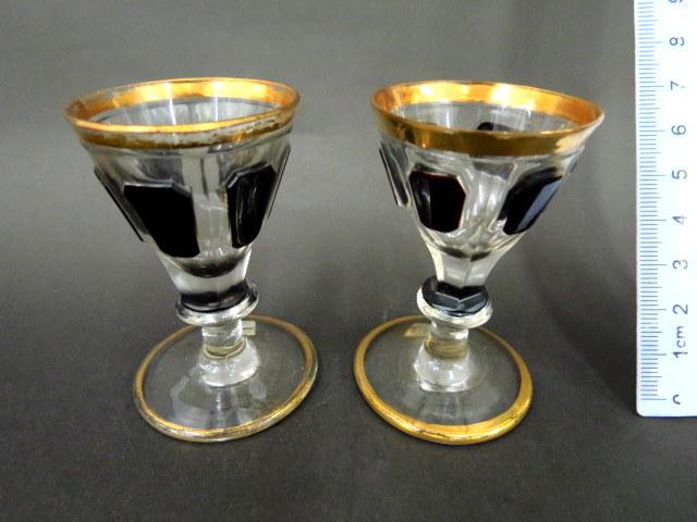 זוג גביעי קריסטל קטנים עם גוון שחור והזהבה