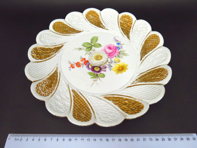 צלחת פורצלן תוצ Meissen עם תמונת פרחים והזהבה (פגומה)