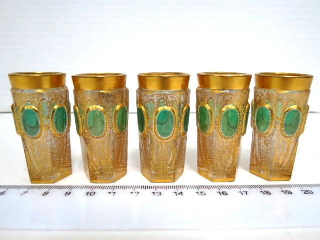 חמש כוסות זכוכית קריסטל קטנות עם שילוב גוון ירוק והזהבה