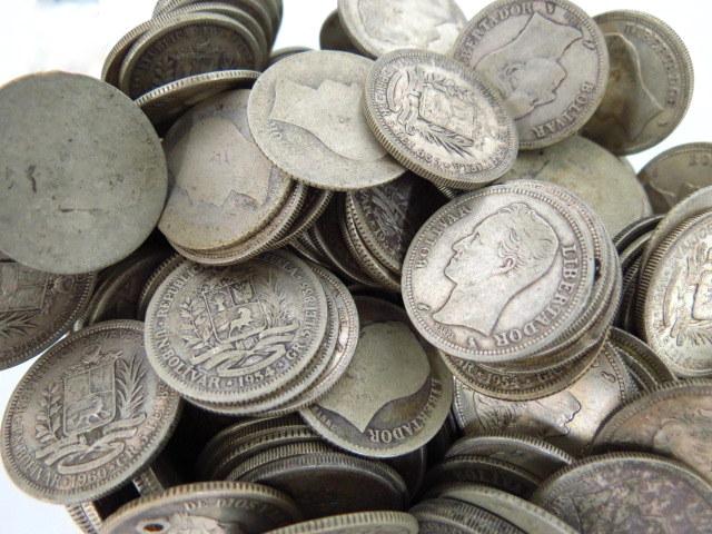 """לוט מטבעות כסף מוונצואלה כ-1.5 ק""""ג"""