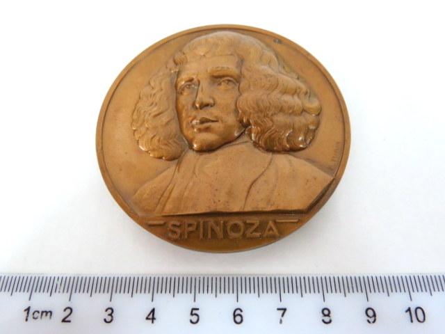 מדלית ברונזה לזכר הפילוסוף Baruch Spinoza