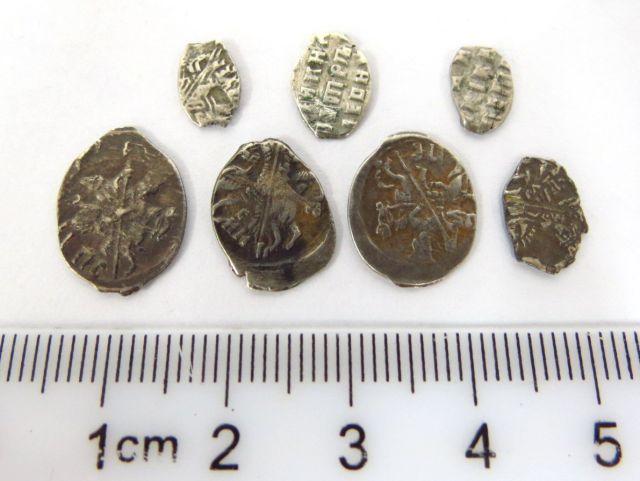 שבעה מטבעות כסף קטנים, מזרח אירופה, מאות 12-13