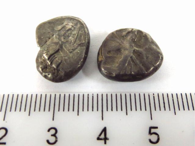 שתי מטבעות כסף סיגלוס פרסי