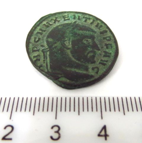 """מטבע ברונזה רומי ע""""ס דופונטיוס שלטון הקיסר Maximus 306-312"""