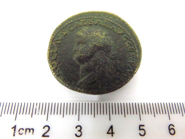 """ססטרציוס ברונזה רומי, שלטון Nero  , פנים: דיוקן הקיסר, גב: נרו וחייל, כ""""א על סוס"""