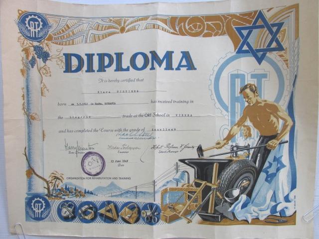 """תעודה Diploma, ב""""יס אורט וינה 1949, התעודה בהדפסה ליטוגרפית בעיצובו של A. Adler, רקע נוף ארץ ישראלי"""
