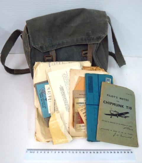 """תיק """"שכל"""", עם תעודות ומסמכים של חייל וטייס בריטי, מלחמת העולם השניה"""