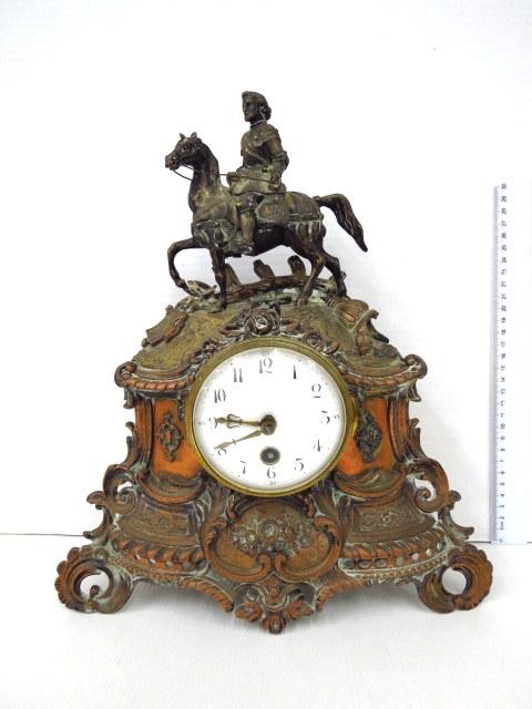 """שעון מדף אנגלי, מנגנון מטוטלת בקופסה עם פיגורת שפלטר, """"ריכרד לב הארי"""""""
