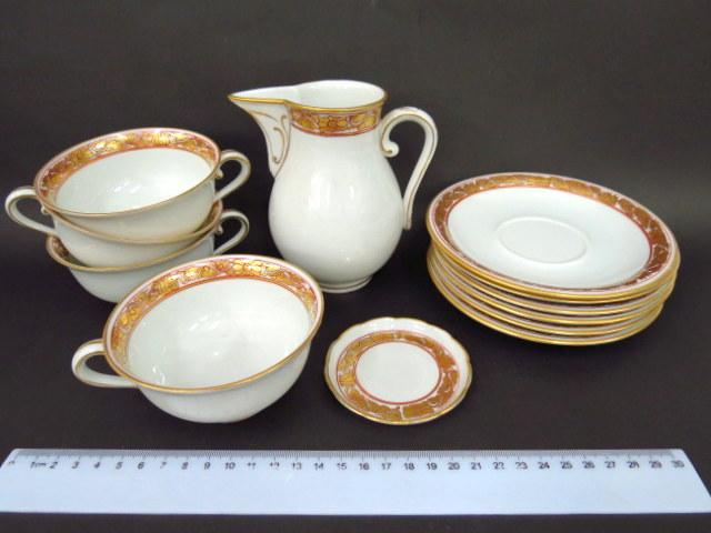 """חלק מסרוויס קפה תוצ Herend הונגריה: קנקן חלב, ארבעה ספלים, שש תחתיות וצלוחית, ס""""ה 12 חלקים"""