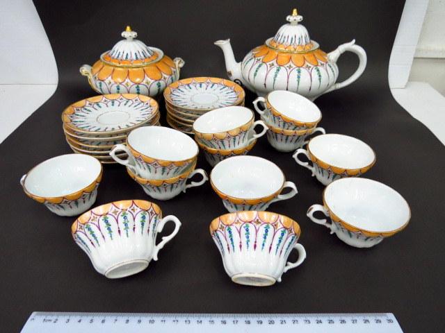 סרוויס קפה מפורצלן תוצ Manifattura Ginori איטליה, המאה ה19, כולל קנקן, קופסת סוכר ו-12 ספלים עם 11 תחתיות
