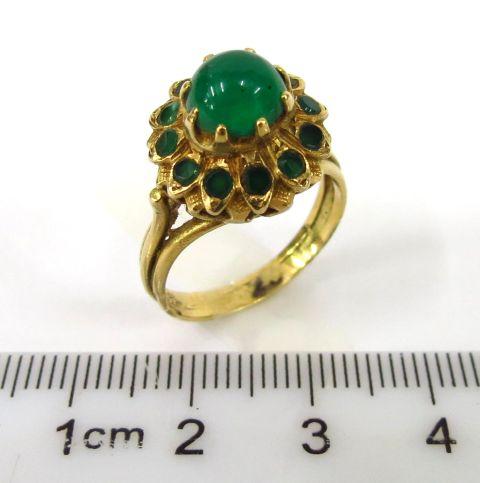טבעת זהב 14K, משובצת באמרלד קבושון ו-12 יהלומים, כ-5-7 נק'