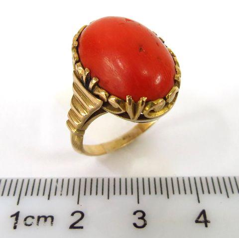 טבעת זהב 18K, משובצת בקורל אדום קבושון