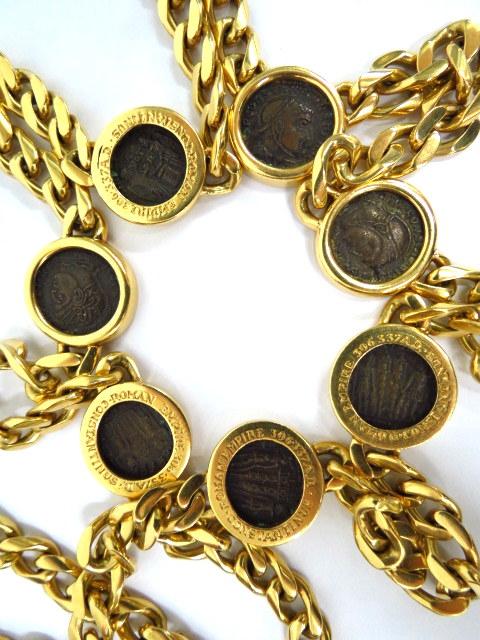 שרשרת זהב 18K של Bulgari משובצת בששה מטבעות עתיקים רומיים