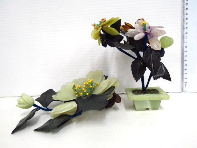 פמוט וקישוט צורת עציץ עשויים ג'ייד מגולף (נפרייט), צורת פרחים