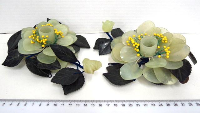 זוג פמוטים עשויים מג'ייד מגולף (נפרייט) צורת פרחים