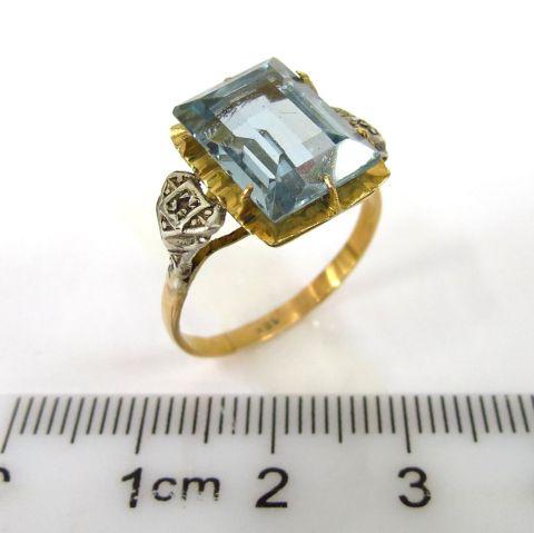 טבעת זהב 18K, עם שילוב כסף ושיבוץ בלו-טופז