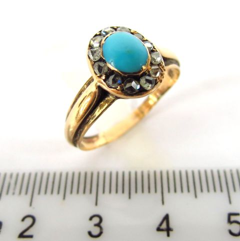 טבעת זהב משובצת בדיאמנטים וטורקיז