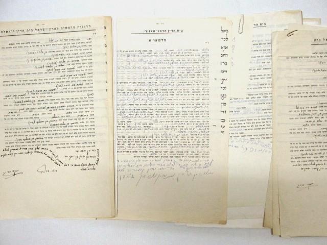 שטר השליחות בחתימת הדיינים, שנים 1945-1980, יחד עם חמישה  שטרי שליחות ללא הגט