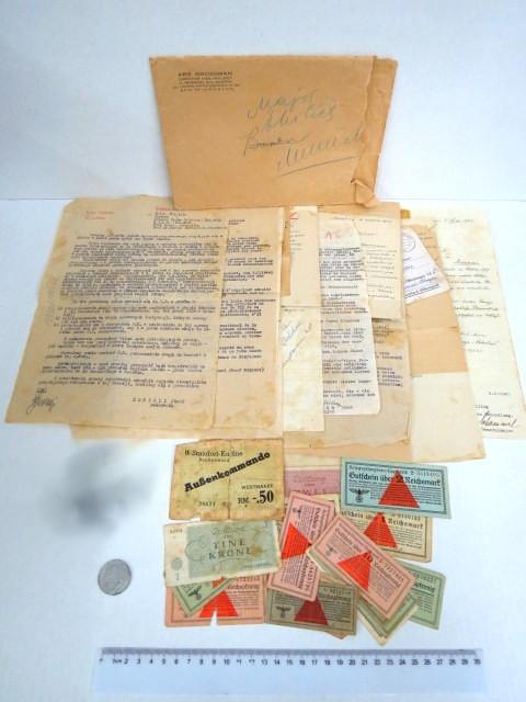 קצין יהודי בצבא פולין, כלוא במחנה קצינים יהודים ב Murnau, Bavaria, כולל מכתבים ששלח לאשתו שהיתה בגטו לודז, שהוחזרו בחלקים אחרי חיסול הגטו, פניות לגורמ