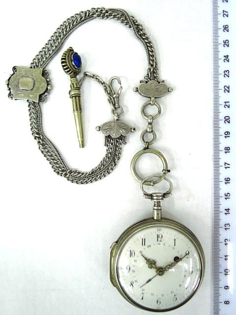 עם תאריך, מנגנון טעון תיקון, המפתח תלוי בשרשרת