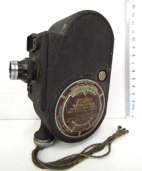 מצלמת סרט ישנה Filmo Sportster double run eight תוצ Bell& Howell Comp., Chicago, USA