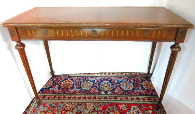 שולחן צד קטן