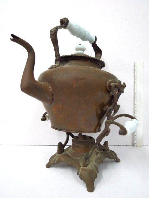 קנקן על מתקן חימום, עשוי נחושת, ידיות פורצלן, המאה ה19