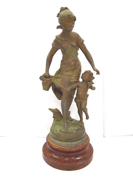 פיגורת שפלטר, אישה עם ילד חתום, גובה ללא בסיס
