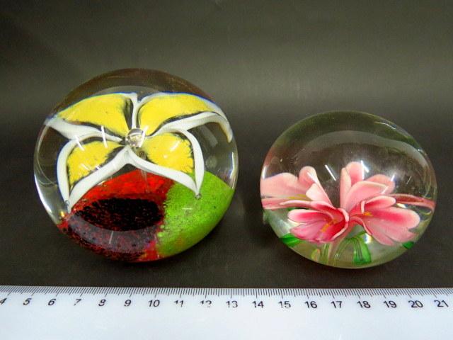 שתי משקולות נייר, זכוכית עבודת מורנו