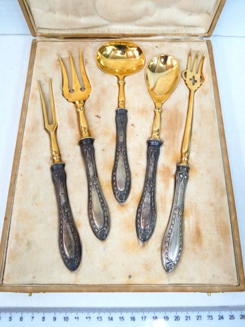 מע' כלי הגשה, ידיות כסף 800 גרמניה, הכלים מוזהבים באריזה מקורית עם שם היצרן Lorch u. Co. Hof Juweliere Nuerenberg