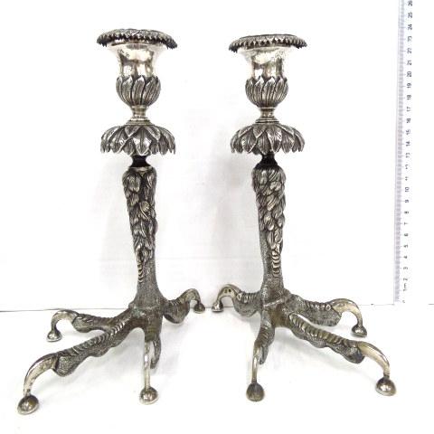 זוג פמוטי כסף וינאים, אוסטריה סוף המאה ה19, בסיס צורת רגלי תרנגולים, עליון צורת עלים,