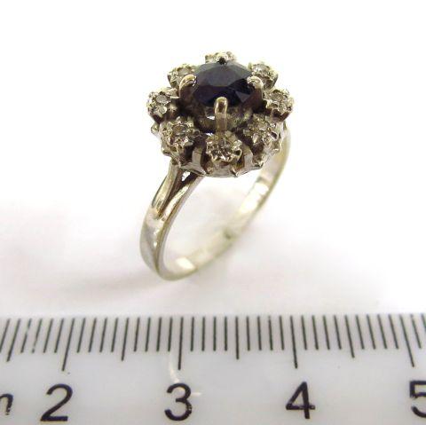 טבעת זהב 18K, משובצת ב-8 דיאמנטים וספיר כחול