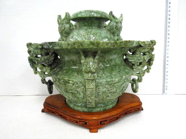 כלי ג'ייד סיני, סגנון שושלת גו' תקופה ארכאית, ידיות עץ עם ראשי  אריות