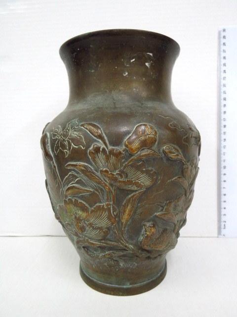 אגרטל ברונזה יפני, תקופת מאי ג'י דוגמת פרחים, ציפורים ושפיריות