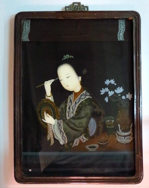 """ציור יפני ע""""ג זכוכית, אישה מתאפרת"""